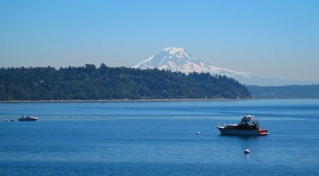 Scenic View of Mt. Rainier with Boats captured in the vicinity of Normandy Park Washington.   Stock Photo