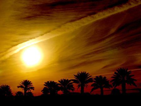 palm desert: Leverage nel cielo bloccato nel deserto della palma vicino alle molle la California della palma.