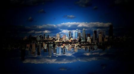 Cielo en la Ciudad de las Nubes es un resumen de fondo creado con parte de la ciudad de Seattle Washington.  Foto de archivo