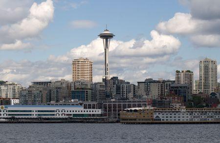 Vivir con el Seattle Space Needle Centrado es una representaci�n del barrio residencial de apartamentos y villas que rodean la Aguja Espacial de distrito de Washington en Seattle.