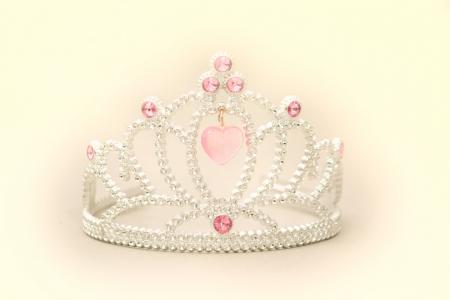 Corona de Princesa Tiara con Pink Grems de coraz�n y brillantes de blanco sobre un fondo blanco.