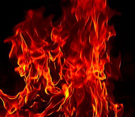infierno: Rojo fuego Flames of Hell contra un fondo negro.