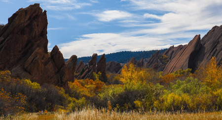 Hikers Enjoying Fall Colors in Roxborough State Park, CO 版權商用圖片 - 86568207