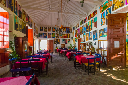 January 2018 This is one of the oldest restaurants in Santa Fe appreciated by tourists for the paintings of many local artists.