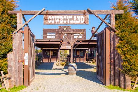 Voghera Italia 6 marzo 2011 nel parco tematico Cowboyland è possibile visitare questo tipico villaggio del Far West. Questo è l'ingresso