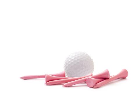 pelota de golf: Pelota de golf blanca con Pink Tees en el fondo blanco