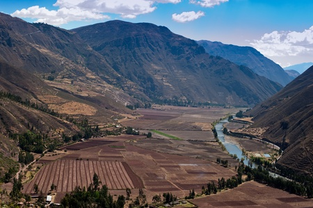 sacred valley of the incas: Stunning view of the Urubamba Valley, also known as the Sacred Valley of the Incas.   Agriculture along the Urubamba River saddled between tall mountains in the Andes between the cities of Pisac and Ollantaytambo.