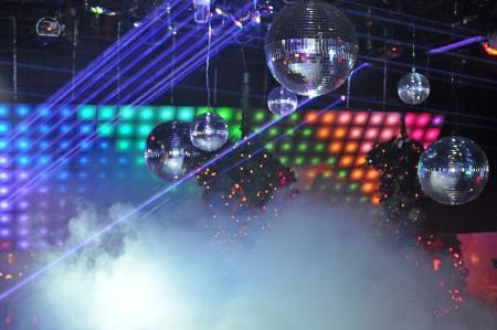 ディスコ ボール、ナイトクラブでレーザー光のショー 写真素材