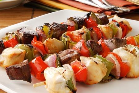 Closeup of a platter of shish kebabs 스톡 콘텐츠