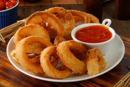 deep fried: A plate of onion rings with catchup