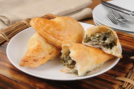 Or flakey spinich et fromage feta empanadas Banque d'images - 13472208