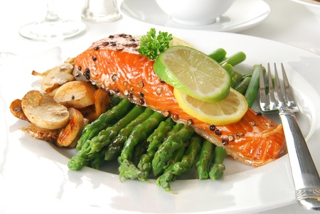 asparagus bed: A filet of salmon on a bed of asparagus and mushrooms
