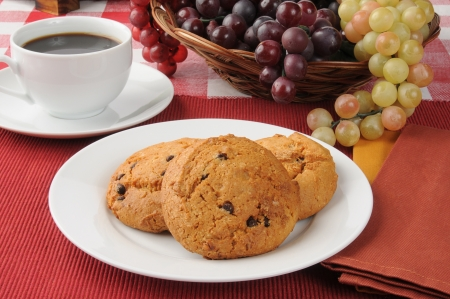 checker plate: A plate of chocolate chip cookies with coffee