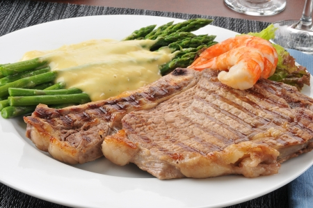 A grilled rib steak with shrimp prawns and asparagus Stock Photo - 14109118