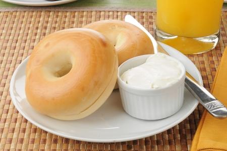 A plate of bagels with orange juice Standard-Bild