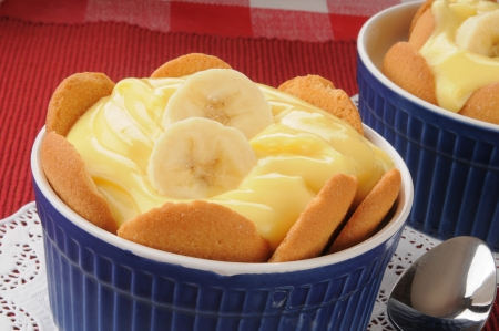 A dish of banana pudding with vanilla wafers