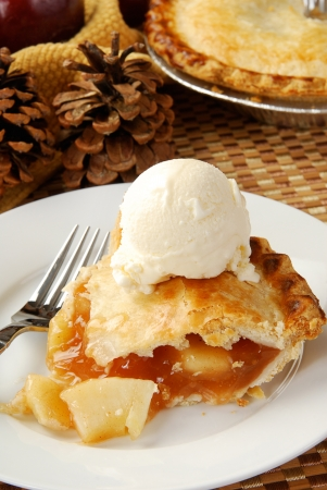 ice crust: A slice of apple pie with ice cream on holiday table