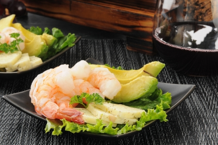 Shrimp prawns with dill cheese, avocado and lettuce with red wine