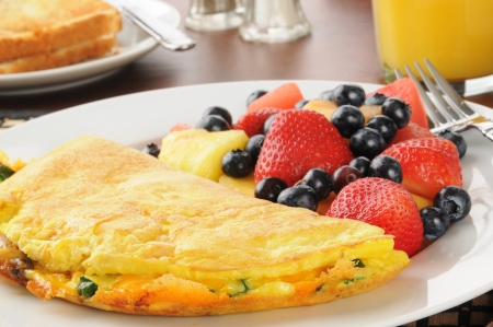 Closeup of a breakfast omelet with fresh fruit and berries Banco de Imagens