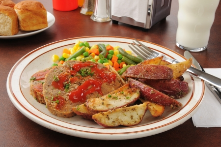 meatloaf: Meatloaf with potato wedges and mixed vegetables Stock Photo
