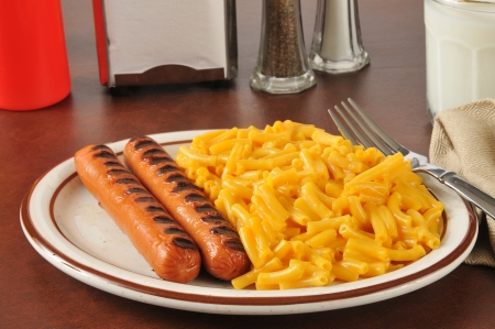 hots: Grilled hots dogs with macaroni and cheese Stock Photo