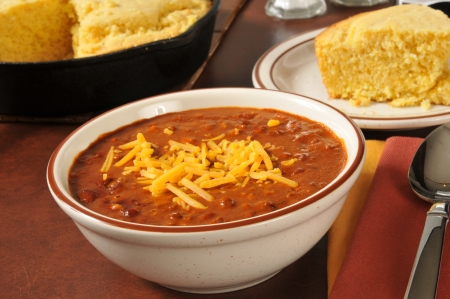 baked beans: Chili and cornbread in a cast iron skillet