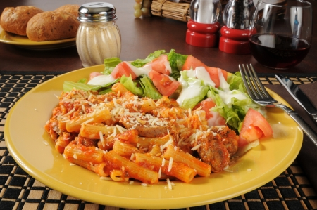 Sausage on rigatoni noodles with tomato sauce and cheeses Standard-Bild