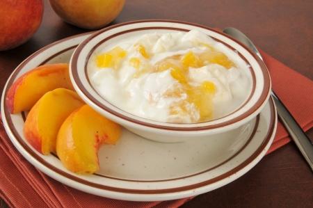 A bowl of healthy Greek yogurt with fresh sliced peaches