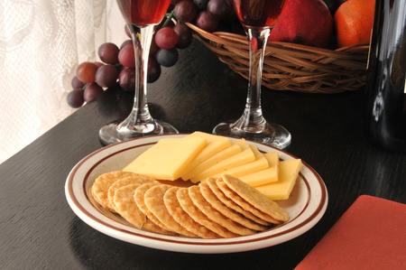 Smoked Gouda cheese slices with crispy rice crackers