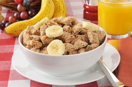 바나나 조각으로났습니다, 유기농 밀 시리얼 그릇