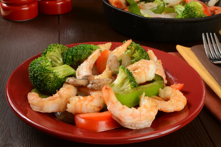 cast iron red: A plate of shrimp stir fry with healthy vegetables