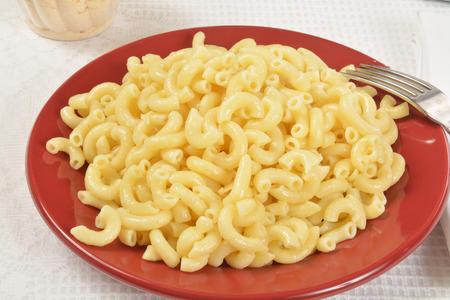 codo: Macarrones con salsa de mantequilla de ajo