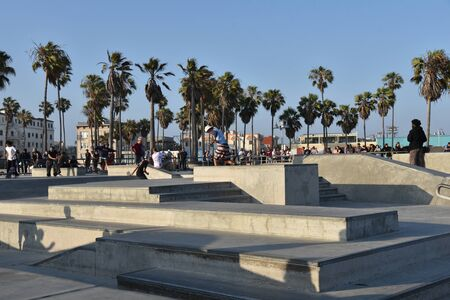 VENICE,  CA/USA - July 5, 2019: Skateboarders enjoying the Venice Beach Skatepark on a holiday weekend Redactioneel