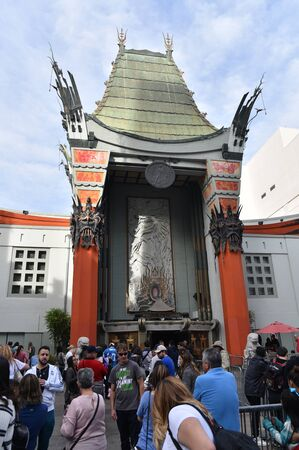 LOS ANGELES, CA/USA - March 6 2017: Tourists gather in the forecourt of Grauman's Chinese Theatre to see the hand and foot prints of the stars Redactioneel