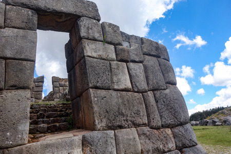 Inca stone walls at the Sacsayhuaman archaeological site, Cusco (Cuzco), Peru 版權商用圖片 - 100194323