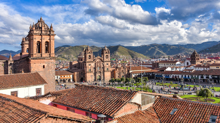 Panoramic view of the Plaza de Armas, Cathedral and Compania de Jesus Church in Cusco, Peru 스톡 콘텐츠