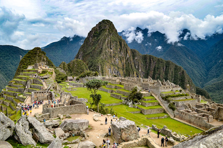 Early morning at Machu Picchu archaeological site in the Andes mountains near Cuzco, Peru Imagens