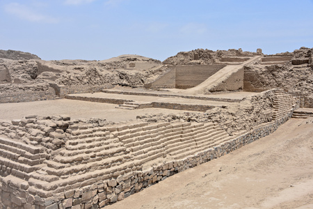 The ruins of Pachacamac, an ancient archaeological site on the Pacific coast just south of Lima, Peru 版權商用圖片 - 101620494