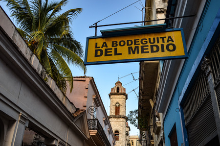 La Bodeguita del Medio bar in old Havana, Cuba Редакционное