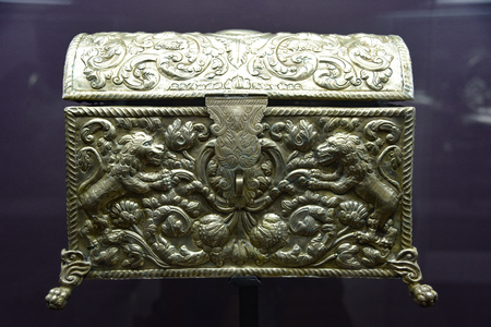 Ornate silver chest on display in the Casa de la Moneda museum in Potosi, Bolivia Редакционное