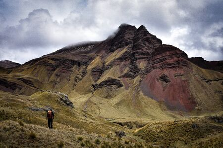 Dramatic mountain scenery on the Ancascocha Trek between Cusco and Machu Picchu Archivio Fotografico - 125053894