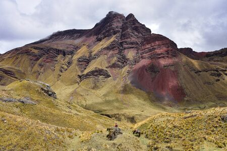 Dramatic mountain scenery on the Ancascocha Trek between Cusco and Machu Picchu Archivio Fotografico - 125053897