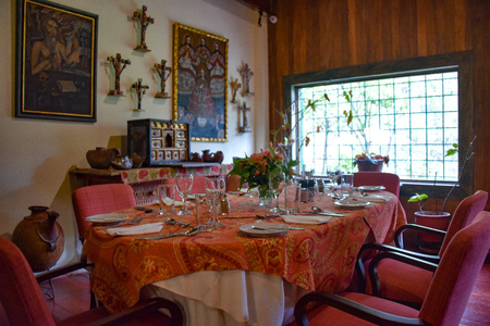 Cusco, Peru - Oct 13, 2018: Antiques and colonial art on display at the Hacienda Huayoccari in Cuscos Sacred Valley Publikacyjne