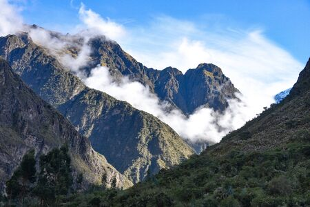 Mountains shrouded in clouds above the Inca Trail to Machu Picchu. Cusco, Peru Zdjęcie Seryjne