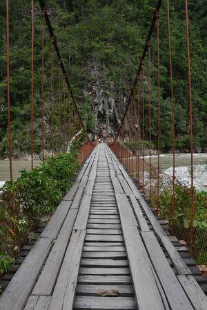 La Merced, Peru - Dec 30, 2018: Puente Colgante Kimiri, a bridge on the Chanchamayo river. Zdjęcie Seryjne