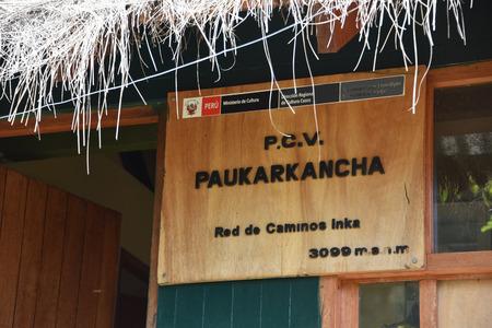 Cusco, Peru - Oct 16, 2018: Sign at the Paukarkancha checkpoint on the Inca Trail trek Publikacyjne