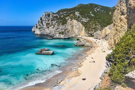 Praia Ribeira do Cavalo, a hidden beach near the town of Sesimbra, Portugal 스톡 콘텐츠 - 129484781