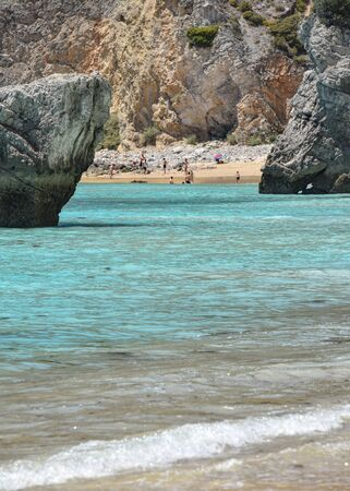 Praia Ribeira do Cavalo, a hidden beach near the town of Sesimbra, Portugal 스톡 콘텐츠 - 129484791
