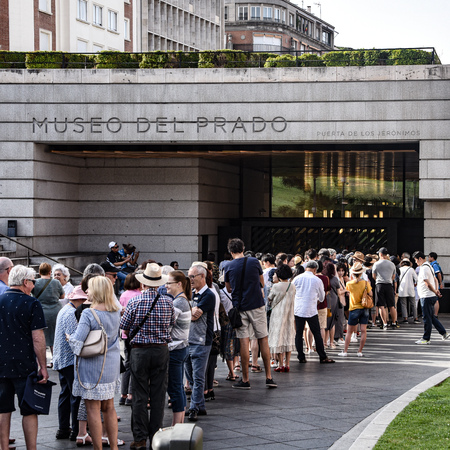Madrid, Spain - July 21, 2019: Crowds gather at the entrance to Museo del Prado Redactioneel