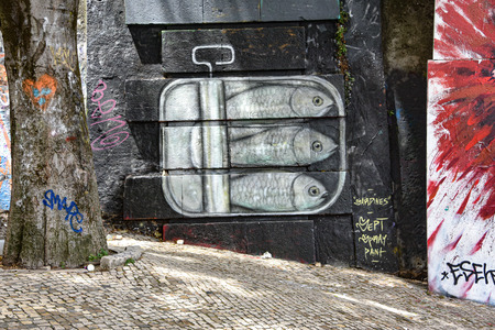 Lisbon, Portugal - July 27, 2019: Examples of colorful Graffiti art on the streets of Lisbon 스톡 콘텐츠 - 129476667